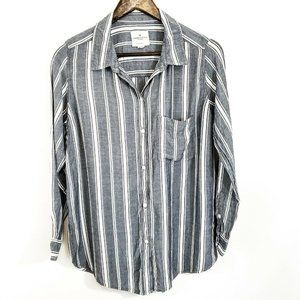 American Eagle Women's Oversized Fit  Button Down